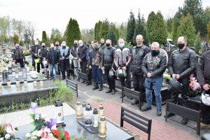 Uczestnicy Rajdu Weteranów na cmentarzu. Fot. 1WBPanc