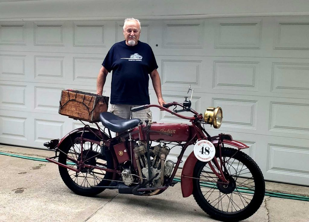 Bartek Mizerski i jego Indian Powerplus z 1916 roku, w pełni przygotowany do tegorocznej edycji Cannonball