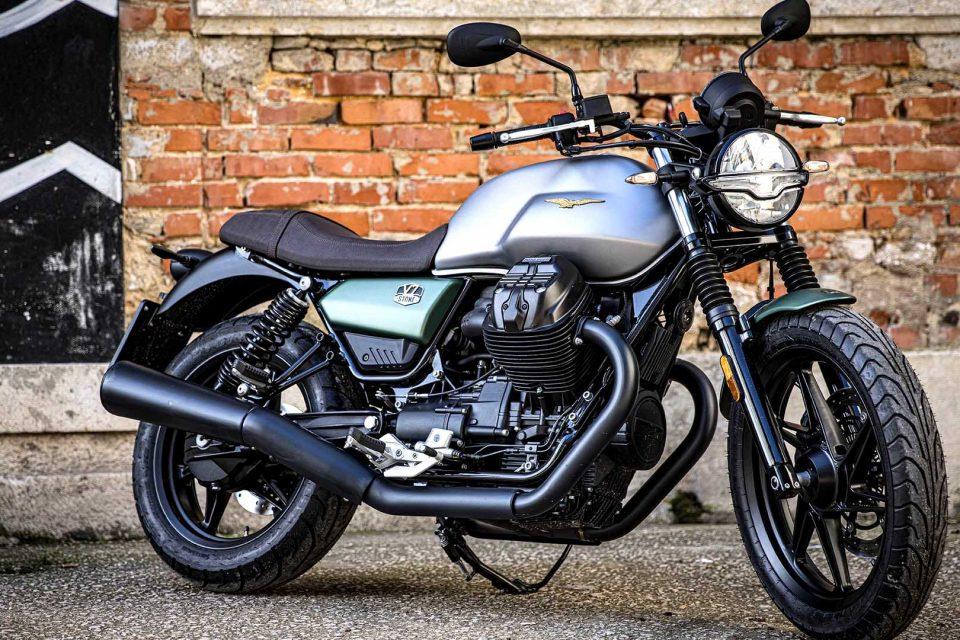 Moto Guzzi V7 Stone Centenario z silnikiem o pojemności 850cm3 i mocy 65 KM