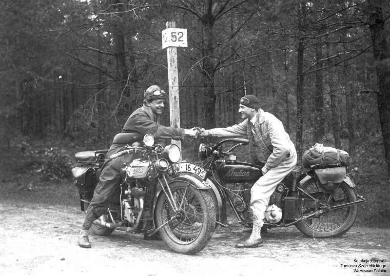 """Zdjęcie z wystawy """"Historia polskiego motocyklizmu i jego związków z Ameryką"""". 24 X 2004 roku w Chicago"""